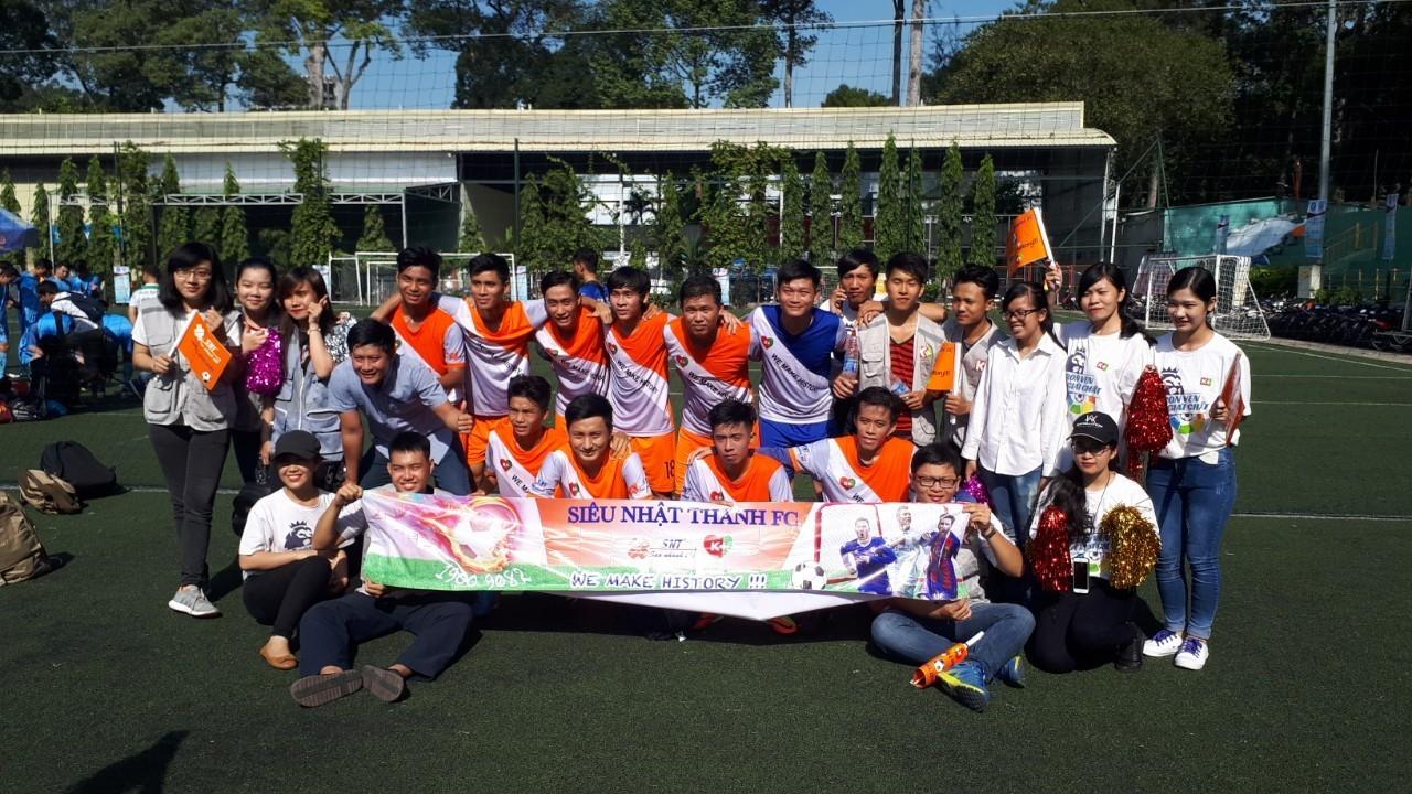 Siêu Nhật Thanh FC cùng đội cổ vũ