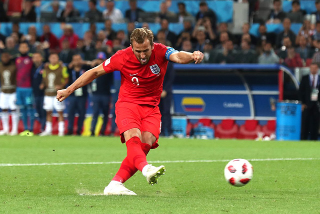 Kane thực hiện thành công quả đá phạt 11m mở tỷ số trận đấu